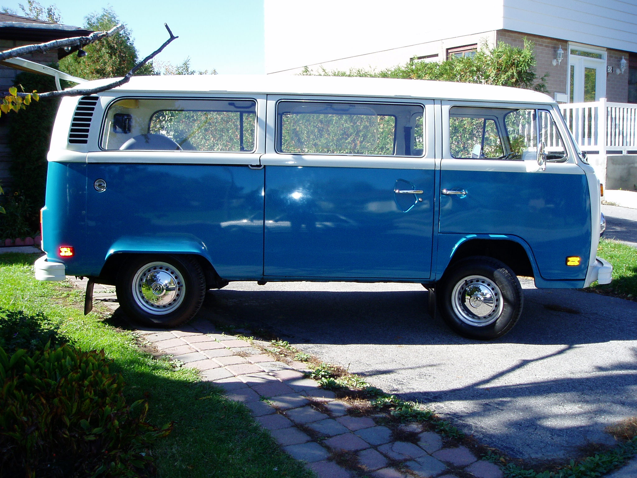 77 VW BUS 2000cc 4 Spd. Fuel